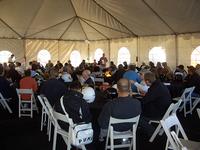 雑誌記者、フリージャーナリスト、テレビ局リポーター、メーカー広報担当者……朝食会を兼ねた、ドライバーズミーティング風景。