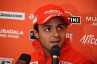 予選では5位と沈み、レースではハミルトン、そしてピットアウト後のセバスチャン・ブルデーと接触するなどミスをおかし、しかしブルデーがペナルティを受けたことで結果7位2点を獲得できたフェリッペ・マッサ。レース後、不満や言い訳を記者団にもらした。ハミルトンとのポイント差は5点である。(写真=Ferrari)