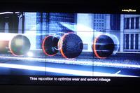 カンファレンスでは、ジュネーブショー2016で発表された球形タイヤ「イーグル360」のイメージ映像も流された。肝心の発売時期については「まだ時間がかかる」そう。