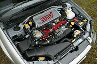 STiバージョンでは、インタークーラーのタンクや吸気ダクトなどの変更が行われた。エンジン最高出力に変更はないが、最大トルクは従来比+1.8kgmの42.0kgmを発生する。
