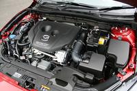 1.5リッターディーゼルエンジン「SKYACTIV-D 1.5」の最高出力は105ps。最大トルクはデミオ用より強力な27.5kgmとされる。