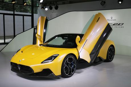 マセラティが、新型のハイパースポーツカー「MC20」を世界初公開した。発表会は伊モデナ、米ニューヨーク、...