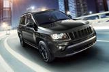 都会派SUV「コンパス」に、装備充実の特別限定車「ブラックホーク」が登場。