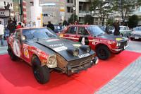 過酷な戦いの痕跡もそのままに日産が保存している2台の「サファリラリー」総合優勝車。右が1970年の「ダットサン・ブルーバード1600SSS」、左が1973年の「ダットサン240Z」。