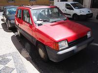初代「フィアット・パンダ」の姉妹車で、スペインのセアトが1986年から1996年まで生産していた「マルベーリャ」。後輪サスペンションは、本家イタリアのパンダが後期型からオメガ式にリファインされたあとも、ひたすら元のリーフ式のまま生産された。