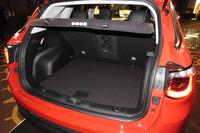 カーゴルームは荷物の量や大きさに合わせて高さの調整が可能。