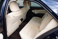 車体左側から見た後席。先代モデルに比べ、ニースペースは20mm拡大された。