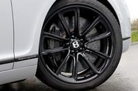 カーボンセラミックブレーキは抜群。よく止まるだけでなくカッチリとしたペダルのタッチも良好だ。なお、タイヤサイズは275/35ZR20で、銘柄はピレリPゼロだった。
