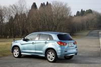 ブレーキランプにはLEDを採用。ボディカラーは「カワセミブルー」と「チタニウムグレーメタリック」という新色2色を加えた全8色。