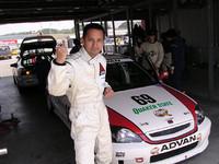 第一ドライバーは俺、コージ小沢。それなりに速いんだよ、たぶん……。