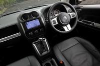 2013年5月の改良では、ダッシュボードにシルバーの加飾パネルを装備するなど、インテリアの一部を変更。テスト車にはディーラーオプションのナビが装着されていた。