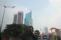 高層ビルが立ち並ぶジャカルタ市内。日本からのODAも使い、慢性的な交通渋滞解消のために地下鉄建設が積極的に行われている。