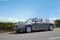 写真はロングボディーの「BMW 750Li」。試乗の舞台はポルトガルです。