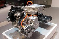 「e-POWER」のカットモデル。エンジンは発電のみを行い、モーターが駆動力を発生する。