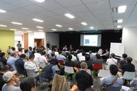 東京・新宿の会場で開催されたトークショーの様子。このイベントは畑村氏の著書『博士のエンジン手帖3』と、國政久郎氏と森 慶太氏の共著『営業バンが高速道路をぶっ飛ばせる理由』の発売を記念して行われた。