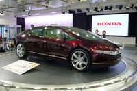 会場には、2005年の東京モーターショーに展示された燃料電池自動車「FCXコンセプト」の姿も。