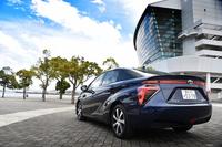 トヨタの燃料電池車(FCV)「ミライ」。正式デビューは2014年11月で、同年12月から販売されている。