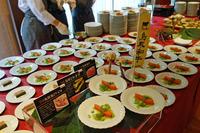会場では、フォーカスシェフの手による料理が振る舞われた。写真は東京・白金のシエル・エ・ソル 音羽 創シェフのブース。
