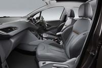 「プジョー208」にオシャレな内装の特別限定車の画像