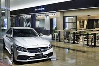 別の角度から見た「Mercedes me Tokyo HANEDA」。写真左奥が、メルセデスのラウンジスペース。