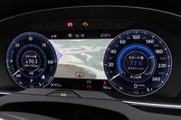 上級グレード「GTEアドヴァンス」のデジタルメータークラスター「アクティブ インフォ ディスプレイ」。