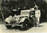 1935年「アルヴィス・スピード20チャールスワース サルーン」(李健公ご夫妻)。