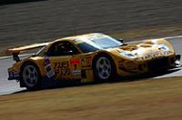 ロータリーサウンドは健在。GT300クラスに参戦するNo.7  雨宮アスパラドリンクRX7 (山路慎一/井入宏之組) 。