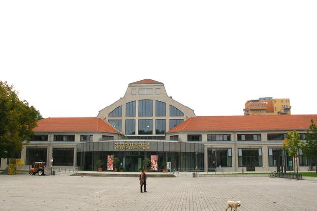 ドイツ博物館交通センターを正面から見る。