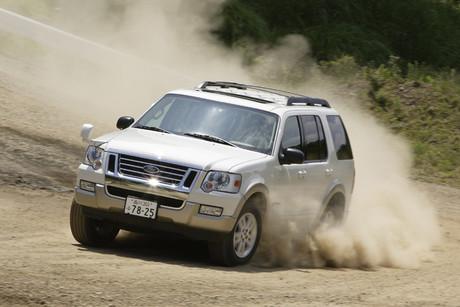 フォード・エクスプローラーV8エディバウアー(4WD/6AT)/エクスプローラー・スポーツトラックXLT(4WD/5A...