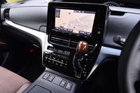 センターコンソールには、タブレット端末のようなデザインのモニターが与えられる。画面は静電式のタッチパネルで、直感的な操作を可能にしている。