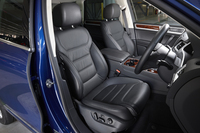 2015年2月に発売された、マイナーチェンジ後の「トゥアレグ」。日本では、ベーシックな「V6」と、レザーシート(写真)ほか装備の充実した「V6アップグレードパッケージ」の2モデルがラインナップされる。