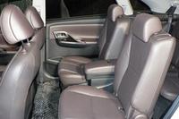 250Gと350Gの後席は、独立型のキャプテンシート。240および240Fではベンチシートとなる。