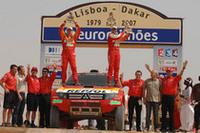 三菱のステファン・ペテランセルが、四輪部門では2年ぶり3度目、二輪を含めると通算9度目の総合優勝を果たした。
