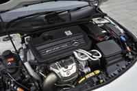 2リッター直4ユニットは最大1.8バールで過給され、量産車としては他に例を見ない360psと450Nm(45.9kgm)というピーク値を誇る。JC08モード燃費は13.7km/リッター。