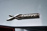 4WD仕様「xDrive(エックスドライブ)」は、日本では「320i」だけに設定される。