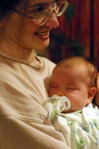 イーゴリさんの奥さんと、生まれたばかりのビクトリアちゃん。
