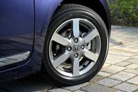 今回のテスト車には、標準で14インチアルミホイールが与えられる。他グレードには、さらに大きな15インチも。