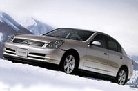 日産、「スカイライン」に4WDを追加の画像