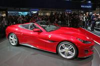 新色のレッド「ロッソ ポルトフィーノ」をまとう、「フェラーリ・ポルトフィーノ」の展示車両。