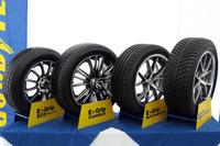 試走会場に展示された「E-グリップ」シリーズの製品群(右端のみ「ベクター4シーズンズ ハイブリッド」)。日本市場において、E-グリップシリーズはグッドイヤーの主力商品となっている。(写真=webCG)