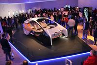CES 2017における、「BMWホロアクティブ タッチ」の展示会場。
