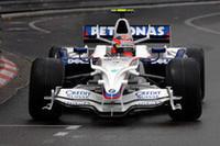 序盤フェリッペ・マッサからトップを奪ったロバート・クビサ。悲願の初勝利はハミルトンの登場により夢と消えた。最後のピットインでスリックタイヤに賭け、マッサを上まわる2位に。 (写真=BMW)