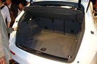 荷室の容量は540〜1560リッター。リアシートは3分割で倒すことができ、長尺物などさまざまな収納に対応する。