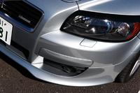 【スペック】C30 T-5 R-DESIGN:全長×全幅×全高=4250×1795×1430mm/ホイールベース=2640mm/車重=1430kg/駆動方式=FF/2.5 リッター直5DOHC20バルブターボ・インタークーラー付き (230ps/5000rpm、32.6kgm/1500-5000rpm)/価格=420.0万円(テスト車=同じ)