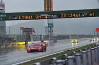 レース距離を当初の400kmから300km(66周)に短縮して行われた開幕戦は、悪天候のため、59周が終わった時点の順位が最終リザルトとされた。