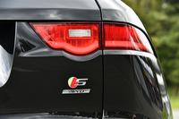試乗車は最上級の「S」グレード。3リッターV6スーパーチャージドエンジンは「Rスポーツ」より40ps強力な380psを誇る。車両価格は981万円。