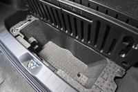 豊富な収納スペースや多彩なシートアレンジなど、実用性に配慮した機能や装備も「キャスト」の特徴。FFでは、荷室の床下にも深底の収納スペースが用意される。