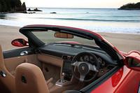 カレラ4Sカブリオレの内装。マイナーチェンジで、クラリオン製ナビゲーションシステムが「911シリーズ」全車に標準装備となった。