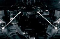 フロア下に組み込まれる「STI製フレキシブルドロースティフナー・フロント」。