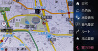 メニューを呼び出しても画面いっぱいに広がらず地図を残した状態で操作ができる。
